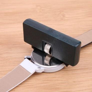 Dispozitiv pentru desfacerea capacelor de ceasuri